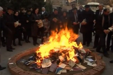Akram Aylisli books burning in Ganja RFL RE photo